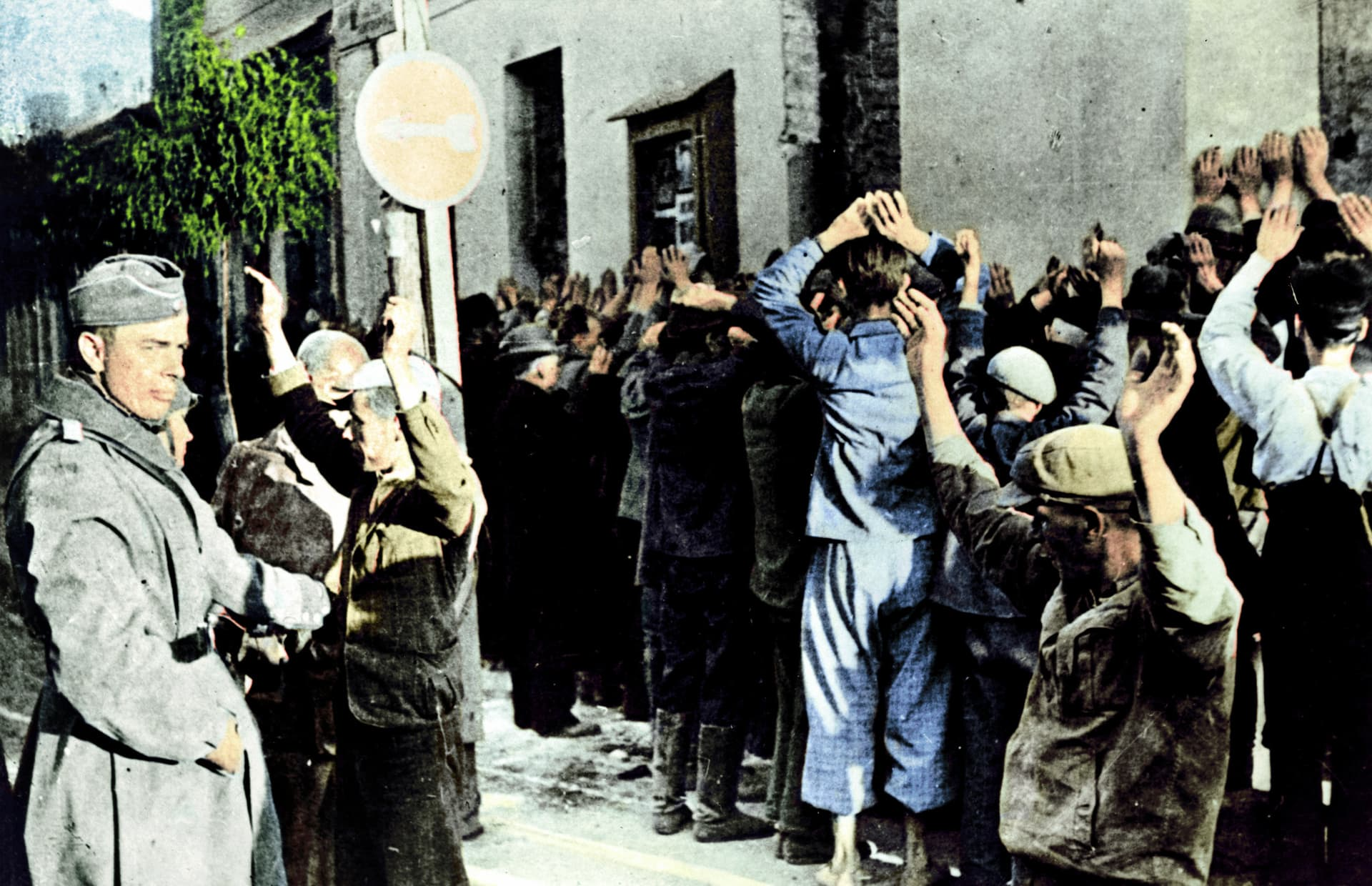 Jews_rounded_up_in_Warsaw_cph.3c32739