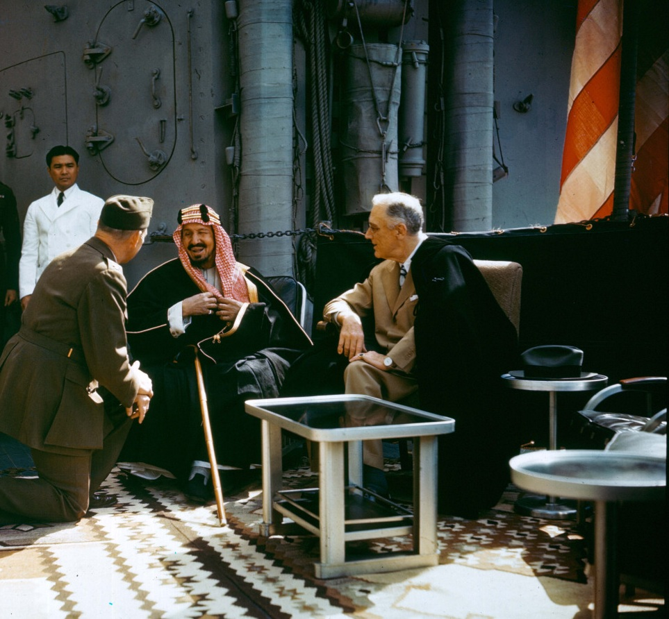 Roosevelt_with_King_Ibn_Saud_aboard_USS_Quincy(CA-71)%2C_14_February_1945_(USA-C-545)